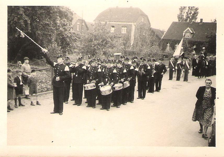 Tambourkorps_im_Dorf